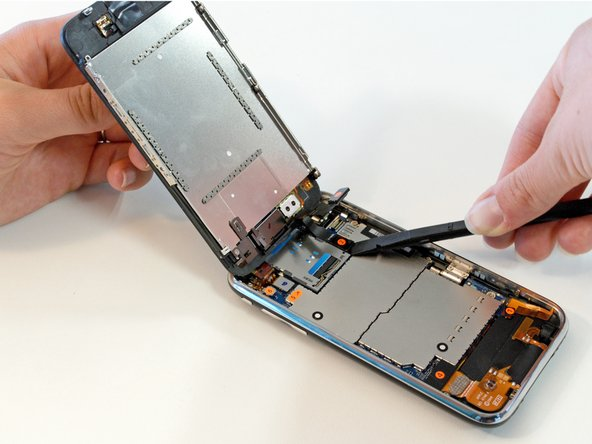 how to open iphone 3gs without suction cup